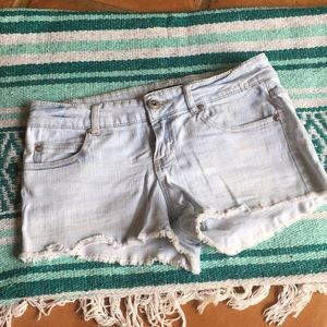 💠Forever 21 Light Wash Cut Off Jean Shorts 💠